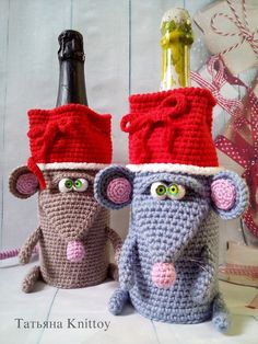 Pattern Rat bottle covers for champagne -Pattern crochet Mouse bottle covers for champagne - Cristmas bottle covers for champagne Crochet Mouse, Crochet Gifts, Cute Crochet, Christmas Crochet Patterns, Crochet Patterns Amigurumi, Crochet Dolls, Felt Christmas Decorations, Christmas Crafts, Mouse Crafts