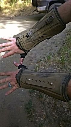 Post apocalyptic forearm armor made from shin guards June 2017 Apocalypse Survival, Survival Gear, Camping Survival, Survival Guide, Mad Max, Dystopia Rising, Post Apocalyptic Fashion, Apocalyptic Clothing, Foam Armor