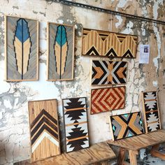 The far right black and white would be a neat topper for side tables - split in half to make a square for each side? Wooden Wall Art, Wood Wall, Diy Wood Projects, Wood Crafts, Pallet Art, Barn Quilts, Woodworking Crafts, Fine Woodworking, Wood Design