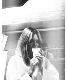 Kendall Jenner à Londres Instagram noir et blanc photo Kendall Jenner, Gisele Bündchen, Karlie Kloss... Retrouvez la semaine des tops sur Instagram http://voguefr.fr/1PBVYYZ