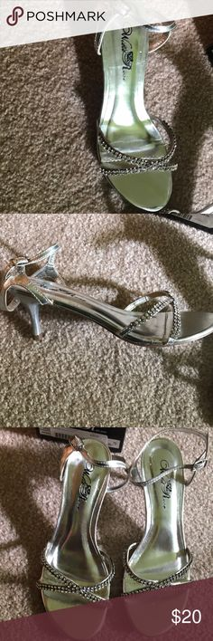 Shoes Perfect shoes for a wedding or homecoming! Small heel and no missing gems wild rose Shoes Heels
