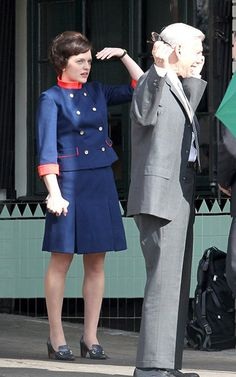 Elisabeth Moss Certainly Looks Good While Filming the New Season of Mad Men Peggy Olson, 60s Costume, Bald Men With Beards, Elisabeth Moss, Mad Men Fashion, Retro Chic, New Look, Casual Outfits, Celebs