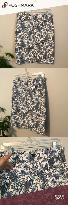 Workshop Andrea Jovine paisley print pencil skirt Workshop Andrea Jovine blue and white paisley porcelain print skirt. Front and rear pockets. Great condition. workshop andrea jovine Skirts Pencil