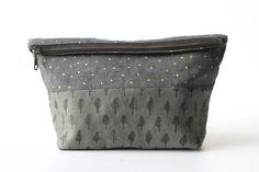 """Handmade Plastic Grocery Bag Holder,22"""" Gray//White Quatrefoil w//double border"""