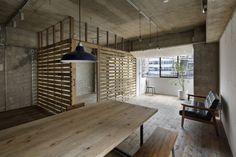 ラスティックダイニングのデザイン:元浅草の住居をご紹介。こちらでお気に入りのダイニングデザインを見つけて、自分だけの素敵な家を完成させましょう。