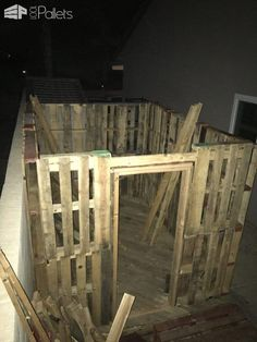 Small, Handy Pallet Storage Shed/Cabin Pallet Sheds, Pallet Cabins, Pallet Huts & Pallet Playhouses Pallet Organization Ideas, Pallet Storage, Shed Storage, Pallet Ideas, Pallet Projects, Small Storage, Pallet Shelves, Pallet Crafts, Door Storage