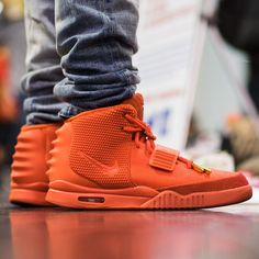 Los Angeles had some amazing sights to behold! For a recap of what went down this past weekend at Sneaker Con LA, tap the link in our bio. Custom Sneakers, Sneakers Nike, Ella Shoes, Air Yeezy 2, Hype Shoes, Hypebeast, Behind The Scenes, Kicks, Zapatos