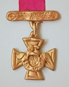 Make your own Victoria Cross - great craft activity for kids leaning about WW2