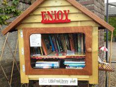 Riethoven, Noord-Brabant, Netherlands. Kleine bibliotheek gratis boek mee nemen en andere erin doen,leuk idee!!!