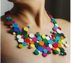 felt polka dot necklace by vacide erda zimic - fantastic Felt Necklace, Fabric Necklace, Diy Necklace, Crochet Necklace, Necklaces, Circle Necklace, Collar Necklace, Jewelry Crafts, Jewelry Art