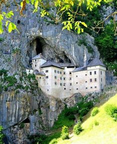 Predjama Castle, Slovenia - 10 Stunning Photos From All Over the World Travel Share and enjoy! Beautiful Castles, Beautiful Buildings, Beautiful World, Beautiful Places, Places To Travel, Places To See, Places Around The World, Around The Worlds, Famous Castles