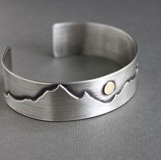 Montaña para hombre brazalete pulsera de plata por LynnToddDesigns