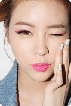 Eye Makeup Tips.Smokey Eye Makeup Tips - For a Catchy and Impressive Look Asian Eye Makeup, Pink Eye Makeup, Hair Makeup, Pastel Makeup, Bright Makeup, Bright Lipstick, Rosa Eyeliner, Pink Eyeliner, Double Eyeliner