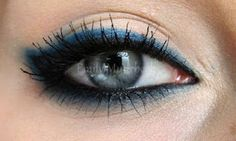 Black and blue eyeliner. I love this look, and wear it quite often. I do adjust it by only applying the blue and black eyeliner on the top lid and a brown eyeliner on the bottom. For my green eyes, I felt I needed to soften the look a bit. Pretty Makeup, Love Makeup, Makeup Tips, Makeup Looks, Makeup Ideas, Makeup Basics, Awesome Makeup, Makeup Designs, Makeup Style
