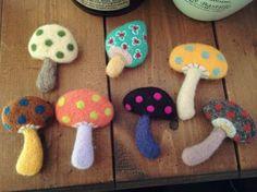fluffy*blog 羊毛フェルト きのこブローチ