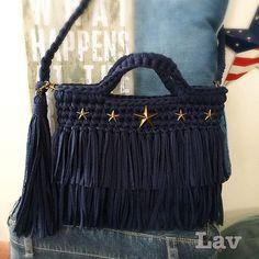 Связанная крючком сумочка с бахромой