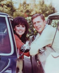 That Girl (1966-1971) - Marlo Thomas, Ted Bessell, Lew Parker, Bernie Kopell - Ann Marie is a struggling actress living in New York City.  - TV show fashion history - TV show.jpg