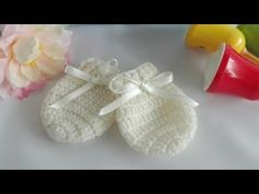 Como tejer manoplas para bebe a crochet unisex - YouTube Knitting For Kids, Baby Knitting Patterns, Crochet For Kids, Baby Patterns, Crochet Baby Mittens, Crochet Gloves, Crochet Snowflake Pattern, Crochet Snowflakes, Baby Kimono