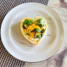 Edels Mat & Vin: Butterdeig med egg og mozzarella ♥ Spanakopita, Mozzarella, Tacos, Mexican, Eggs, Ethnic Recipes, Food, Essen, Egg