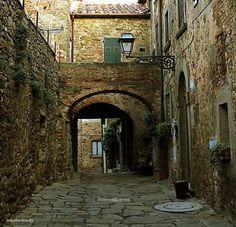 Ingresso all'antico Castrum Pereta /GR