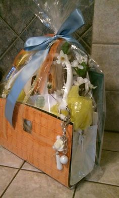 Our Overthemoon Miche auction basket, I have this bag! Mothers Day Baskets, Mother's Day Gift Baskets, Themed Gift Baskets, Birthday Gift Baskets, Mom Birthday Gift, Basket Gift, Fundraiser Baskets, Raffle Baskets, Chinese Auction