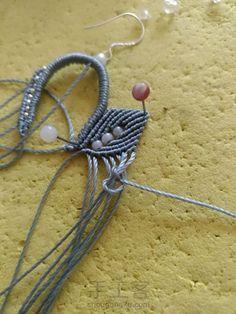 叶の魅(不知原作者起的啥名) 第17步 Macrame Earrings, Macrame Jewelry, Diy Jewelry, Lace Necklace, Crochet Necklace, Necklace Tutorial, Macrame Tutorial, Micro Macrame, Floral Lace