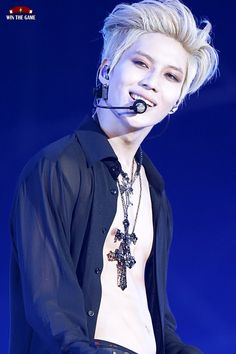 Lee Taemin. Ahoy! TaeMinnie is back to the dangerous blonde u,u He looks like a vampire now ToT