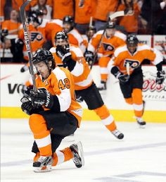 Flyers' Danny Briere celebrates his game winning overtime goal.  (Yong Kim / Staff Photographer) (Yong Kim / Staff Photographer)