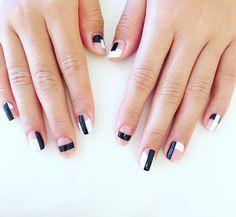 Black n White negative space #negativespace #sundaze #nailsdone #havingfun #weekend #nailstagram #nailswag #handdrawnart #geometric #oliveyourmani #opi #blackonyx #alpinesnow