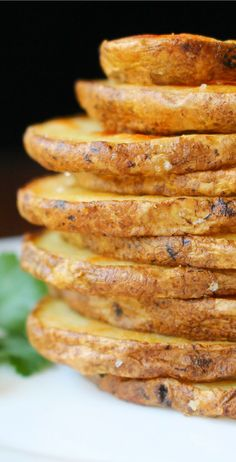 These crispy potato rounds are the perfect side dish or appetizer! Try dipping t… These crispy potato rounds are the perfect side dish or appetizer! Try dipping them in sour cream or ketchup. Better than French fries! Vegetable Side Dishes, Vegetable Recipes, Vegetarian Recipes, Cooking Recipes, Healthy Recipes, Quick Potato Recipes, Protein Recipes, Veggie Food, Healthy Sweets