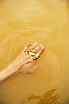 a-muted-palette.tumblr.com ⊰ roisinkiely alighieri (gold jewellery rings)