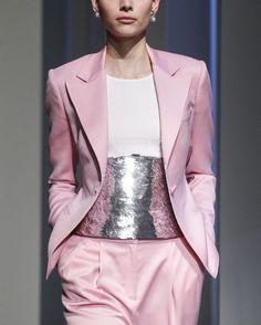 """2,241 mentions J'aime, 6 commentaires - Couture Feast (@couturefeast) sur Instagram: """"Oscar de la Renta Fall RTW 2017 @oscardelarenta // #fashion #art #couture #fashionweek #runway…"""""""