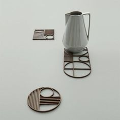 Protect your table with a Ouline trivet by ferm LIVING. Add a timeless Bauhaus dinner setting. Made in geometrical shapes with the ferm LIVING signature. Bauhaus, Turbulence Deco, 3d Laser, 3d Prints, Deco Table, Art Deco Design, Art Deco Fashion, Decoration, Home Accessories