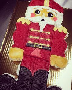 Christmas cupcake cake