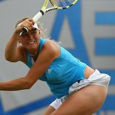 Maria Sharapova Hot, Sharapova Tennis, Caroline Wozniacki, Sport Tennis, Play Tennis, Volleyball Shorts, Ana Ivanovic, Beautiful Athletes, Tennis Players Female