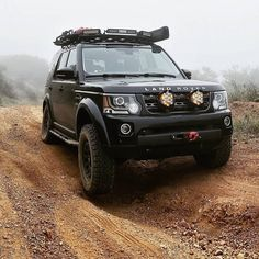 Cars Land, Suv Cars, Tundra Off Road, 2003 Land Rover Discovery, Toyota Tundra Lifted, Land Rover Off Road, Off Road Camping, Adventure Car, Range Rover Classic