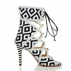 Checkerd heels with front lace