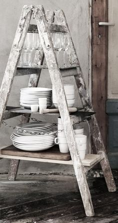 Drabiny we wnętrzach Interior Styling, Interior Decorating, Decorating Ideas, Dish Storage, Vintage Ladder, Farmhouse Architecture, Farmhouse Design, Country Kitchen, Cottage Style
