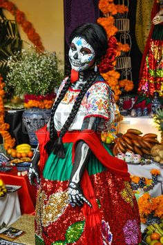 A Culture of Celebration: What Festival Season Looks Like Around the World Woman disguised for Dia de los Muertos in Puebla, Mexico by Hugo Brizard. A Culture of Celebration: What Festival Season Looks Like Around the World Mexico Day Of The Dead, Day Of The Dead Art, Costume Halloween, Halloween 2018, Halloween Diy, Photos Free, Mexican Heritage, Mexico Culture, Festivals Around The World
