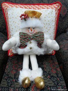 CLUB DE LAS AMIGAS DE LAS MANUALIDADES (pág. 818) | Aprender manualidades es facilisimo.com Christmas Snowman, Christmas Tree Ornaments, Xmas, Christmas Cushions, Projects To Try, Dream Wedding, Pillows, Holiday Decor, Crafts