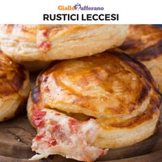 RUSTICI LECCESI are a really tasty Salento specialty! They are prepared with puff pastry, bechamel sauce, mozzarella, tomato and ground pepper. A quick and easy streetfood to prepare! Quick Recipes, Pizza Recipes, Dinner Recipes, Cooking Recipes, Necterine Recipes, Chard Recipes, Breakfast Recipes, Healthy Recipes, Biscuit Chicken Pot Pie
