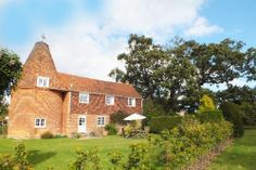 HCC | Leacon Hall Oast, Warehorne, Kent Beer Brewing Process, South East England, Building Design, Cottage, Houses, Cabin, House Styles, Homes, Cottages
