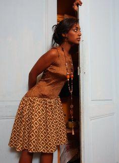 ANEHO Création Necklaces  Sautoir agates et bronze porté par Hewane. Art Original, Agates, Oeuvre D'art, Art Gallery, Creations, Bronze, Artwork, Jewelry, Design