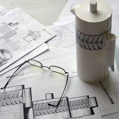 """El diseño de Sargadelos en estado puro. Se puede observar el boceto y las primeras pruebas del modelo """"buxo""""."""