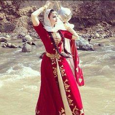 Traiborg - Member Home Page Armenian Culture, Saree Photoshoot, Look Fashion, Fashion Design, Grad Dresses, Jolie Photo, Folk Costume, Costumes, Muslim Women