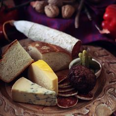 The Lord of the Rings: Bilbo Baggins Birthday Feast - Feast of Starlight Easy Bread Recipes, Lunch Recipes, Baggins Bilbo, Queen Of Puddings, Earth Fare, Food Themes, Food Ideas, Tv Themes, Lord Of The Rings