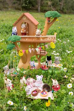 Easter at the Sylvanian! Calico Critters Families, Critters 3, Family World, Family Cars, Toys For Girls, Kids Toys, Sylvanian Families House, Sylvania Families, Christmas Gift List