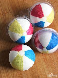 Beach Ball Bath Bomb Tutorial /// Learn how to make these cute bath fizzies that look just like beach balls!