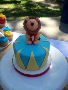 Nathaniel 1st Birthday! Fondant Lion smash cake.