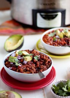 tinykitchenvegan:  Slow Cooker Easy 3-Bean Vegan Chili